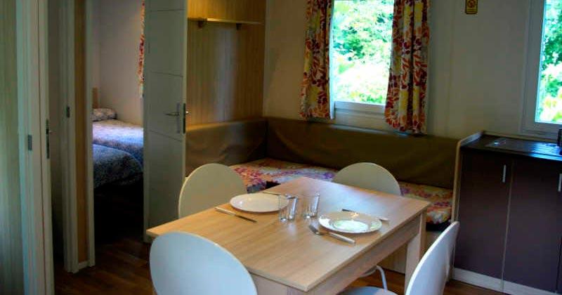 mobil-home-interior-camping-les-preses